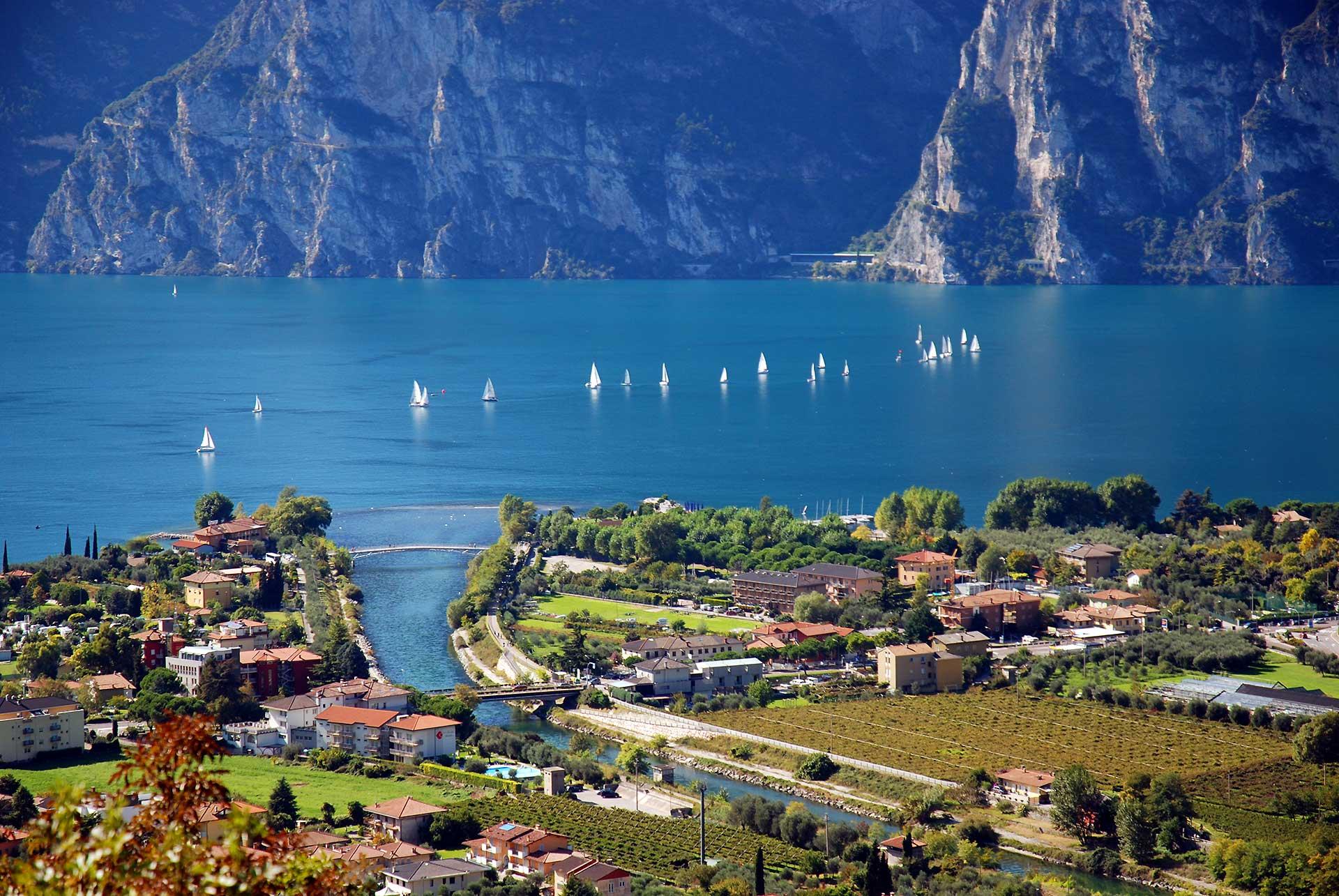 рынок предлагает италия фото озера гарда й стрейтс беспокойном ритме